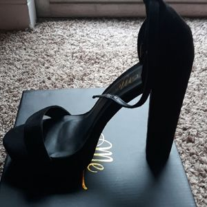 NEW Make an offer. Must sell today! Size 11 Heels